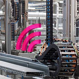 Intelligent energy chains in a factory for engines