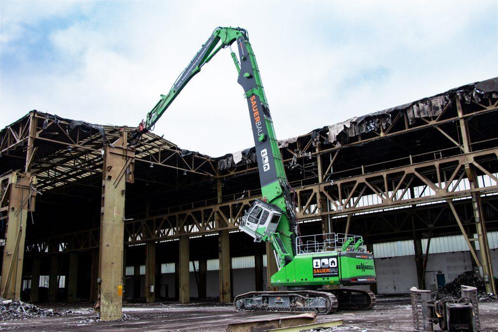 máquina de construcción con cabina E270 de altura regulable
