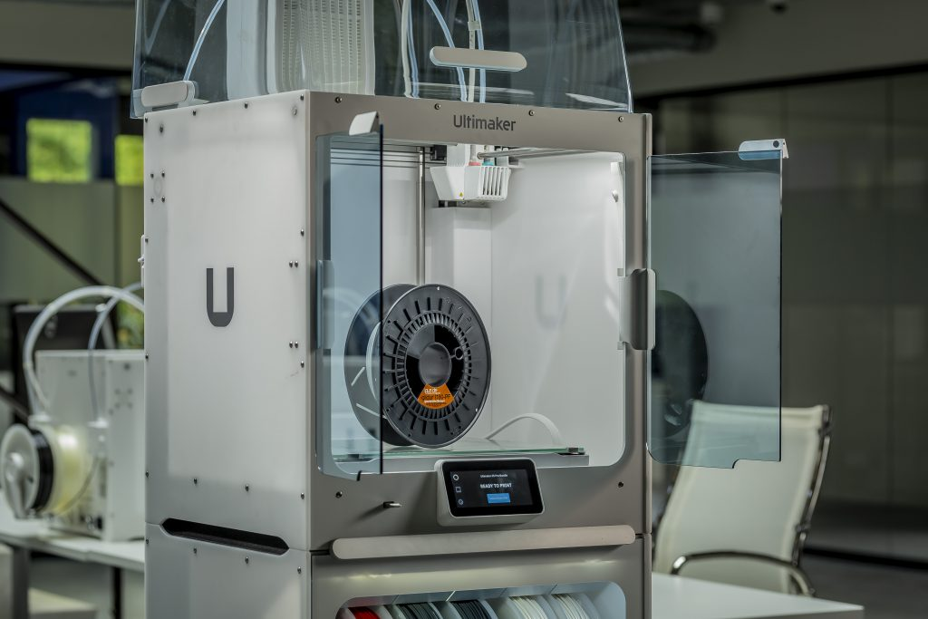 Ultimaker S5 printer with iglidur I180 filament from igus gmbh